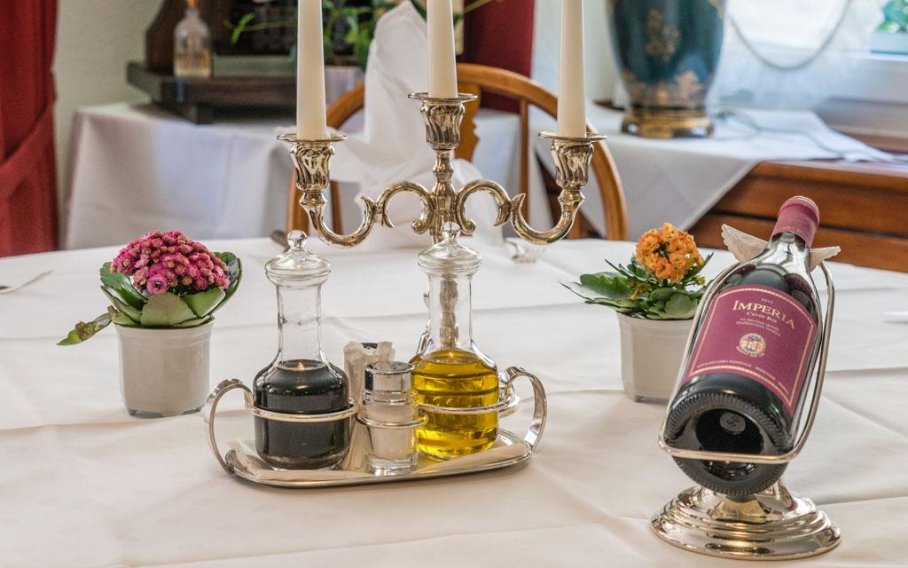 Hotel Goldener Sternen Konstanz - Gedeck mit exklusivem Wein